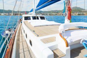10_white_rose_fore_deck_sun_deck-5-1