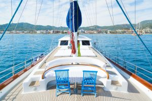 10_white_rose_fore_deck_sun_deck-6-1