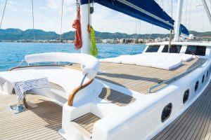 10_white_rose_fore_deck_sun_deck-7-1